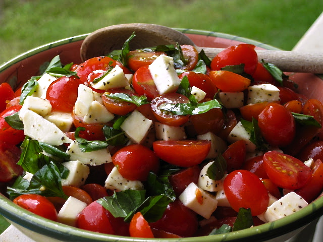 Caprese Salad with Grape Tomatoes, Mozzarella & Basil