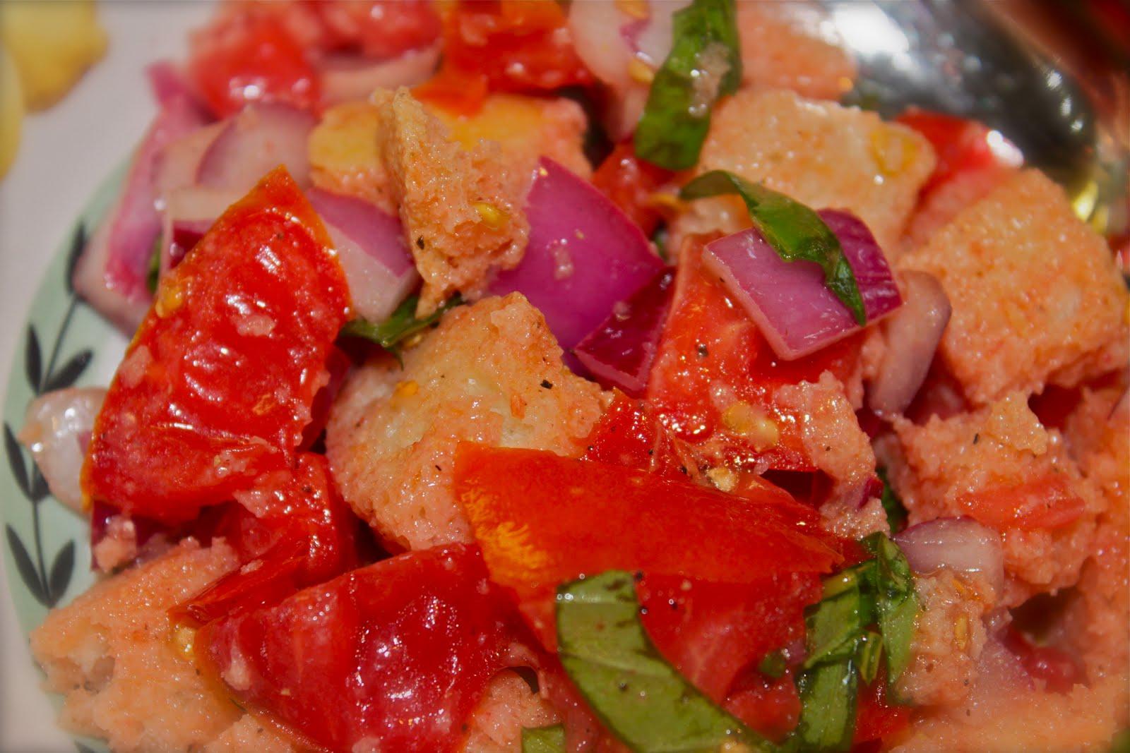 Panzanella / Italian Tomato, Bread & Basil Salad