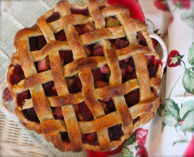 strawberry rhubarb mascarpone pie